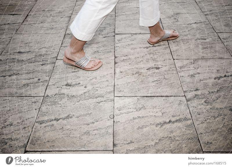 on the catwalk Mensch Frau Ferien & Urlaub & Reisen Sommer Erwachsene feminin Bewegung Stil Beine Mode Fuß gehen Freizeit & Hobby laufen Design Lifestyle