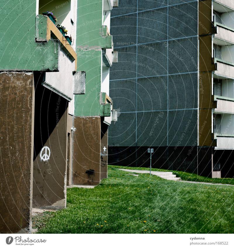 Meinungsfreiheit Einsamkeit Leben Wiese Freiheit träumen Traurigkeit Graffiti Architektur Wohnung Erfolg Zeit Fassade Perspektive Zukunft Kommunizieren Frieden