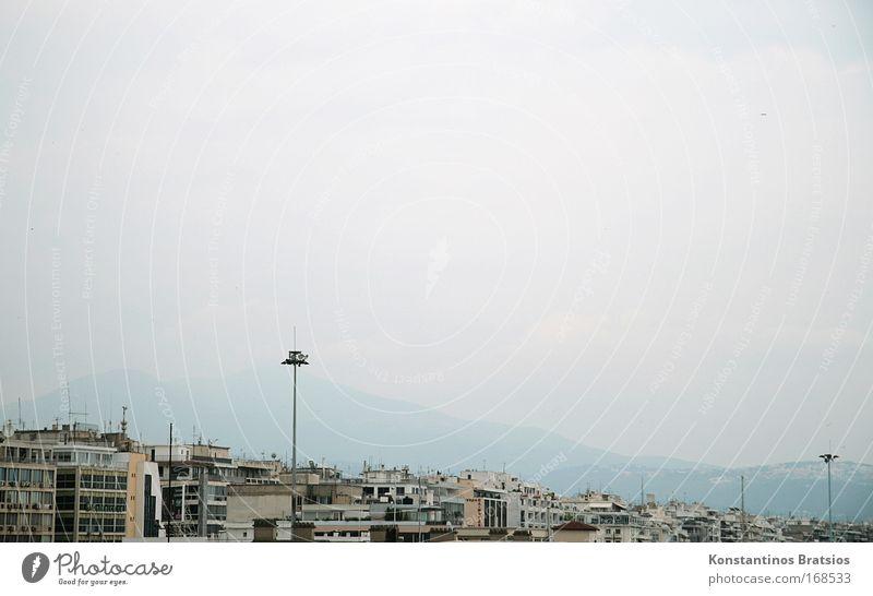 im Dunst versunken Himmel Natur Stadt Wolken Haus Ferne Berge u. Gebirge dreckig Energiewirtschaft Wachstum Europa Häusliches Leben trist