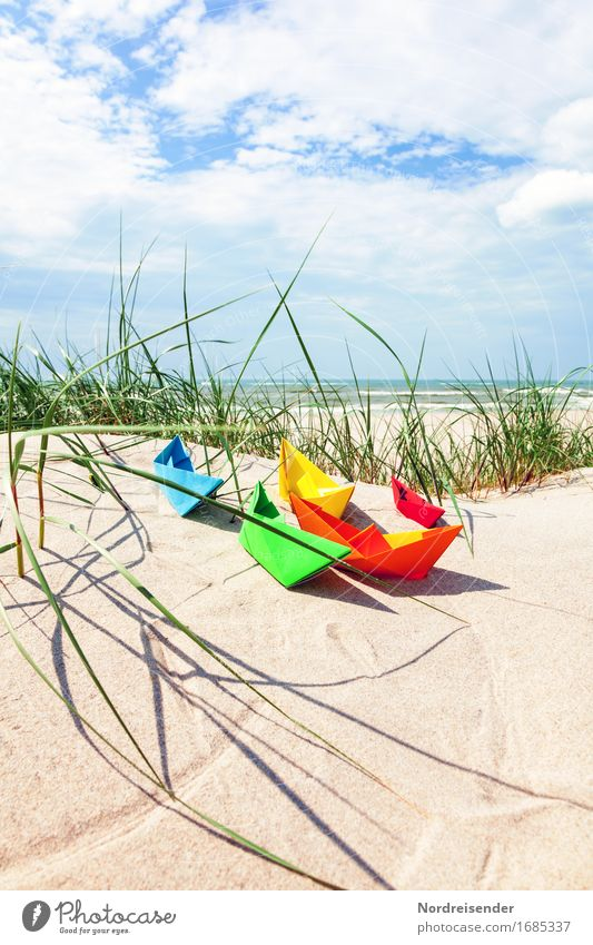 Sommerzeit Himmel Ferien & Urlaub & Reisen Sonne Meer Wolken Freude Strand Ferne Gras Spielen Freizeit & Hobby Lebensfreude Wellness Ostsee Symbole & Metaphern