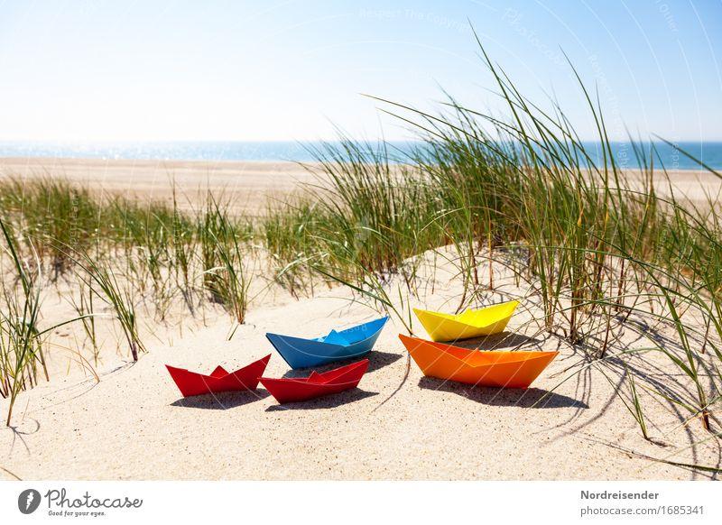 Sommerzeit Ferien & Urlaub & Reisen Wasser Meer Freude Strand Gras Spielen Sand Lebensfreude Schönes Wetter Papier Ostsee Fernweh Spielzeug Wolkenloser Himmel