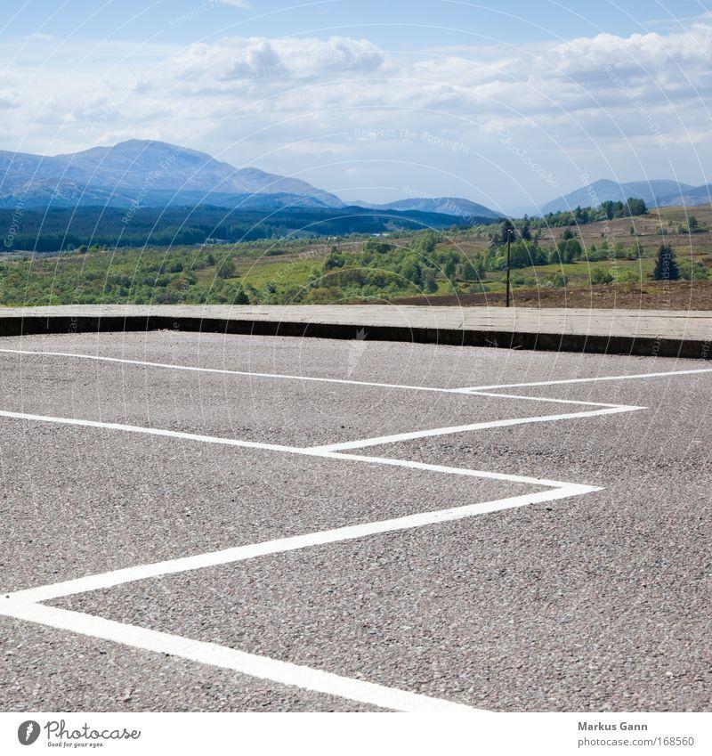 Parkplatz Himmel Natur weiß grün blau Baum Wolken Berge u. Gebirge Landschaft grau Frühling Linie Feld Horizont frei Sträucher