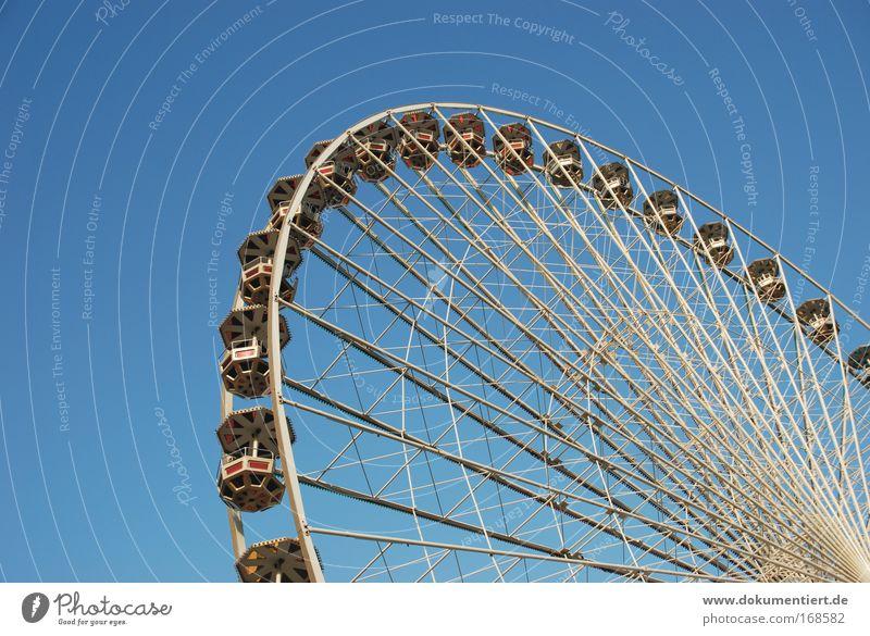 riesenrad Himmel Sonne Freude Erholung Spielen Bewegung Luft Linie Kindheit Freizeit & Hobby Ausflug Verkehr Streifen Technik & Technologie Kultur Schönes Wetter