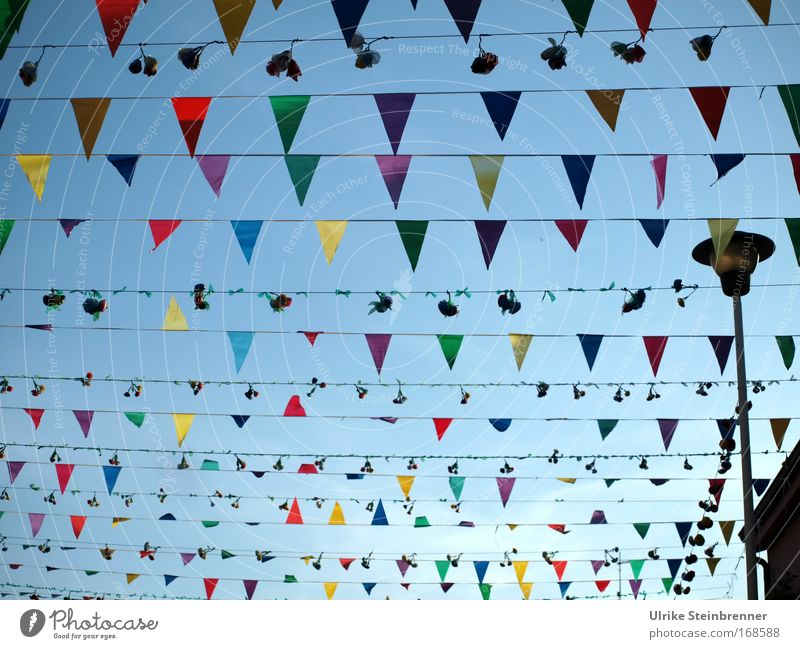 Viele, viele bunte.... das Zweite Himmel (Jenseits) Freude Straße Feste & Feiern Dekoration & Verzierung Fröhlichkeit Straßenbeleuchtung Fahne Blumenstrauß