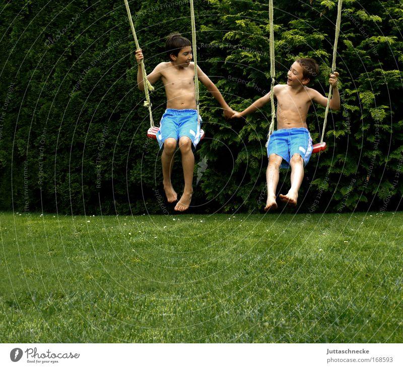 Brüderlein..... Bruder Geschwister Zusammensein harmonisch Freude Kind Kindheit Junge Buben Sommer Garten Schaukel schaukeln Spielplatz Spielen Freundschaft