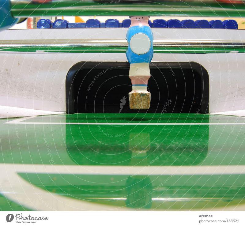 Herr Lehmann Farbfoto Innenaufnahme Nahaufnahme Textfreiraum unten Textfreiraum Mitte Kunstlicht Zentralperspektive Blick Blick in die Kamera Blick nach vorn