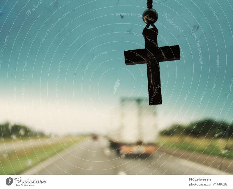 God bless this road Landschaft Straße Christentum Wege & Pfade Religion & Glaube PKW Autofenster Zufriedenheit fahren Autobahn Kreuz Verkehrswege Leidenschaft