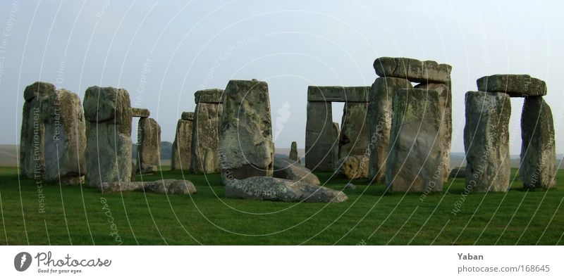 Stonehenge Panorama Menschenleer Kunstwerk Skulptur Feld Ruine Bauwerk Architektur Mauer Wand Sehenswürdigkeit Denkmal Stein Zeichen alt ästhetisch Bekanntheit