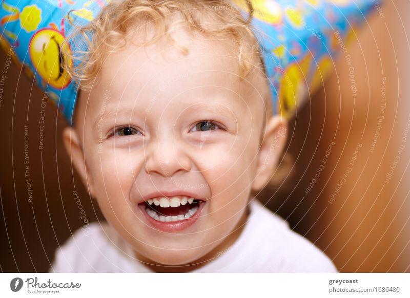Glücklicher lachender kleiner Junge Freude Sommer Feste & Feiern Geburtstag Kind Baby Familie & Verwandtschaft Kindheit Zähne 1 Mensch Menschengruppe 3-8 Jahre
