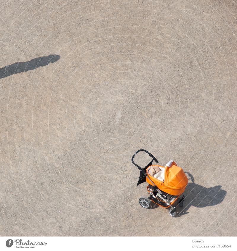 nAchwuchs Mensch Sand orange Kindheit warten Beginn stehen lang Vertrauen Luftaufnahme Vogelperspektive Fahrzeug Partnerschaft Verantwortung Nachmittag tiefstehend