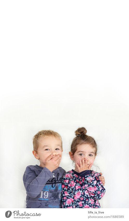 ups Freude Mädchen Junge 2 Mensch 3-8 Jahre Kind Kindheit Denken Kommunizieren Farbfoto Innenaufnahme Textfreiraum oben Porträt Blick in die Kamera