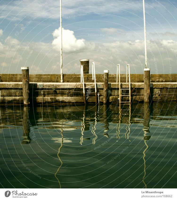 Ich mag die Spiegelung Wasser grün Wolken ruhig Landschaft See Zufriedenheit Kraft nass ästhetisch Italien Seeufer Lebensfreude genießen hängen Vorsicht