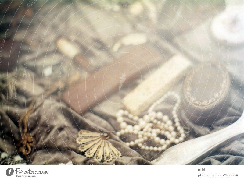 Kunst oder Krempel? Farbfoto Gedeckte Farben Nahaufnahme Detailaufnahme Menschenleer Textfreiraum oben Schwache Tiefenschärfe Kitsch Krimskrams Souvenir