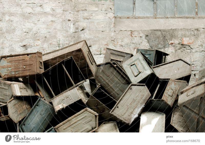 50 schadlose Wutausbrüche Wand Spielen Mauer Metall dreckig Informationstechnologie Industrie Ordnung Fabrik kaputt Wut Kasten chaotisch werfen Aggression sortieren
