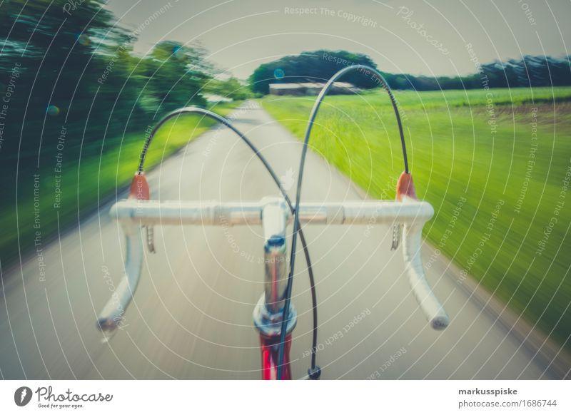vintage rennrad high speed freihändig Mensch Jugendliche Stadt 18-30 Jahre Erwachsene Straße Bewegung Sport Stil Lifestyle Design maskulin träumen Verkehr