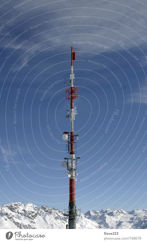 Racketenstart in den bergen Natur blau weiß rot Winter Landschaft Schnee Berge u. Gebirge grau Felsen groß Technik & Technologie Telekommunikation Klettern