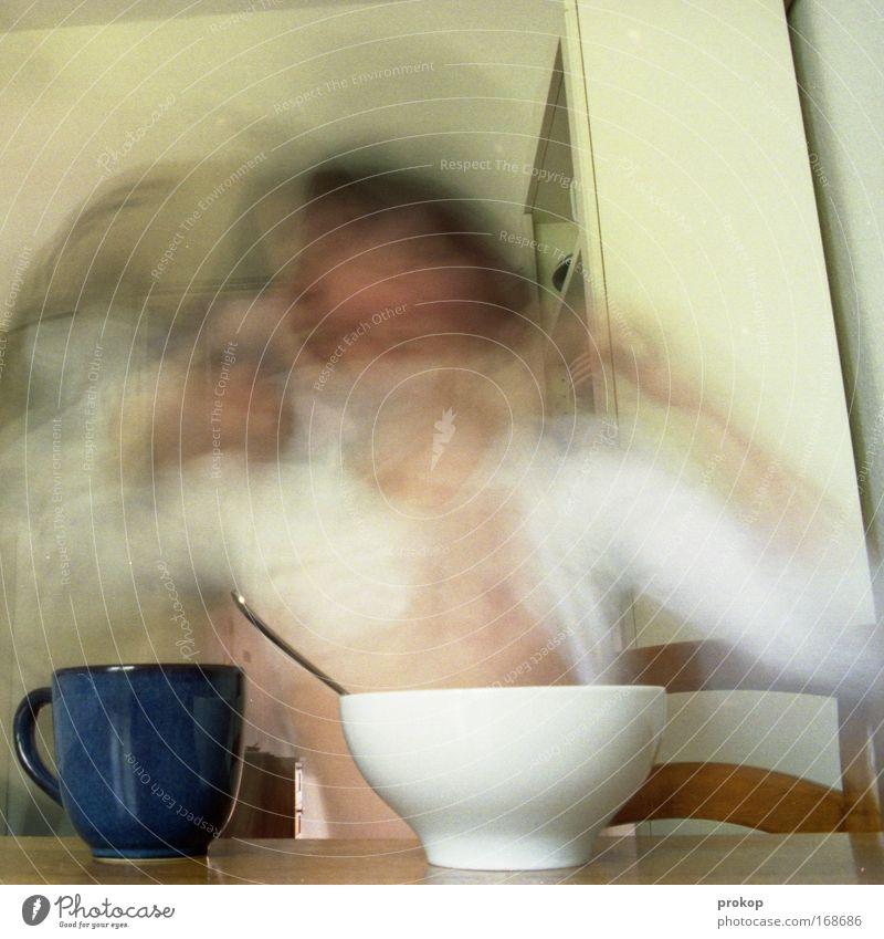 Suppenkasparin Frau Hand Freude Erwachsene Ernährung Gefühle Bewegung Haare & Frisuren Glück träumen Essen lustig frei Geschwindigkeit außergewöhnlich