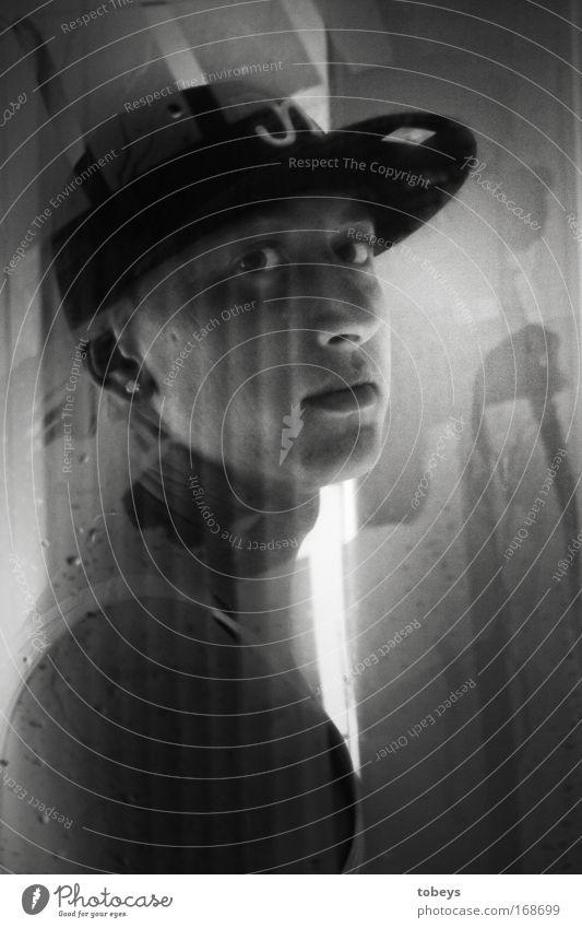 Tray-Eight Lifestyle Stil Nachtleben Musik Mittelstand Mensch maskulin Junger Mann Jugendliche Gesicht Sänger Ohrringe Mütze kurzhaarig Aggression kalt muskulös