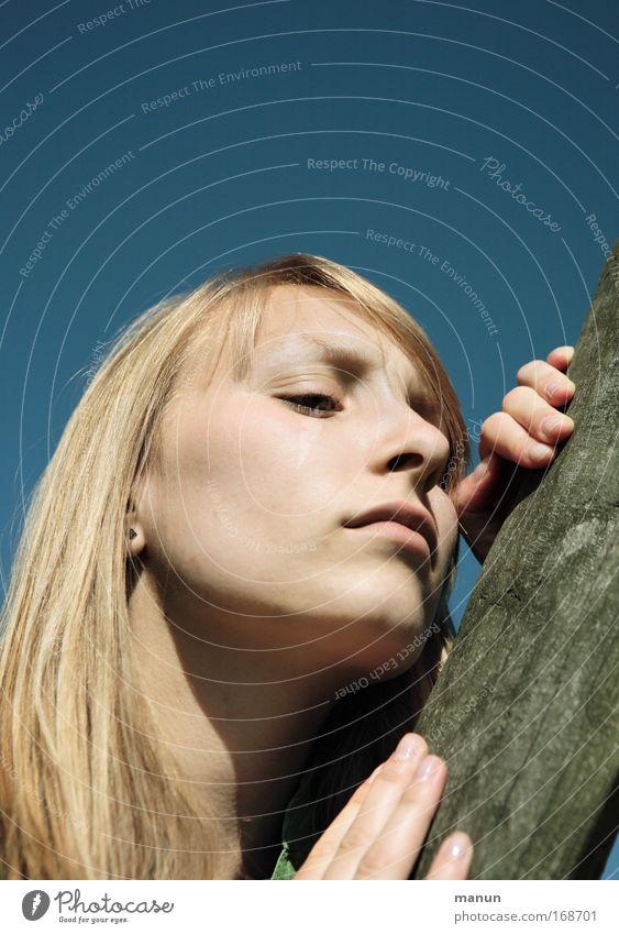 Melancholie Frau Mensch Jugendliche schön Sommer Gesicht Erholung feminin Gefühle Frühling träumen Kopf Traurigkeit Gesundheit blond Erwachsene