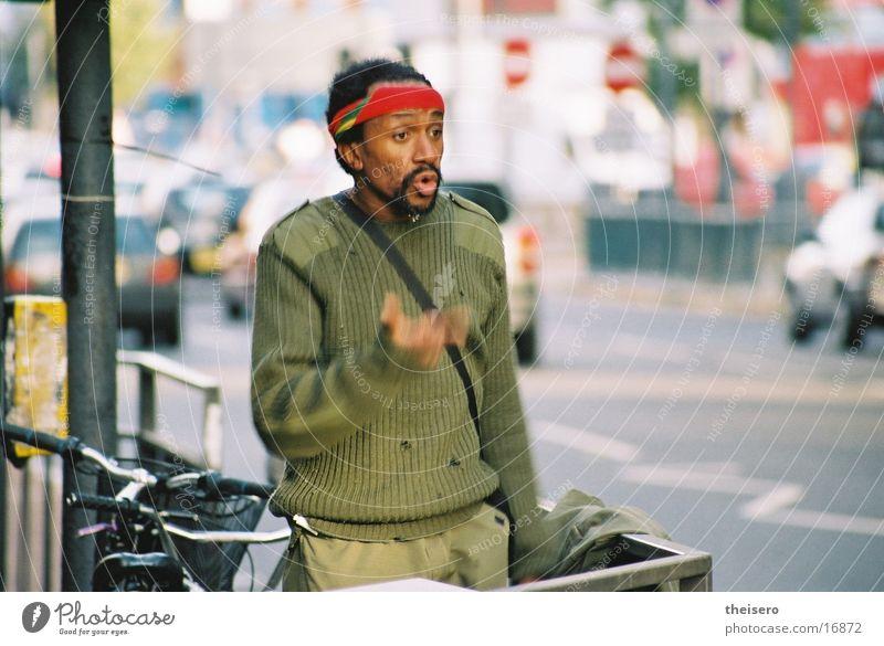 preacher man Rede gestikulieren Obdachlose schwarz Mann Straße Irritation