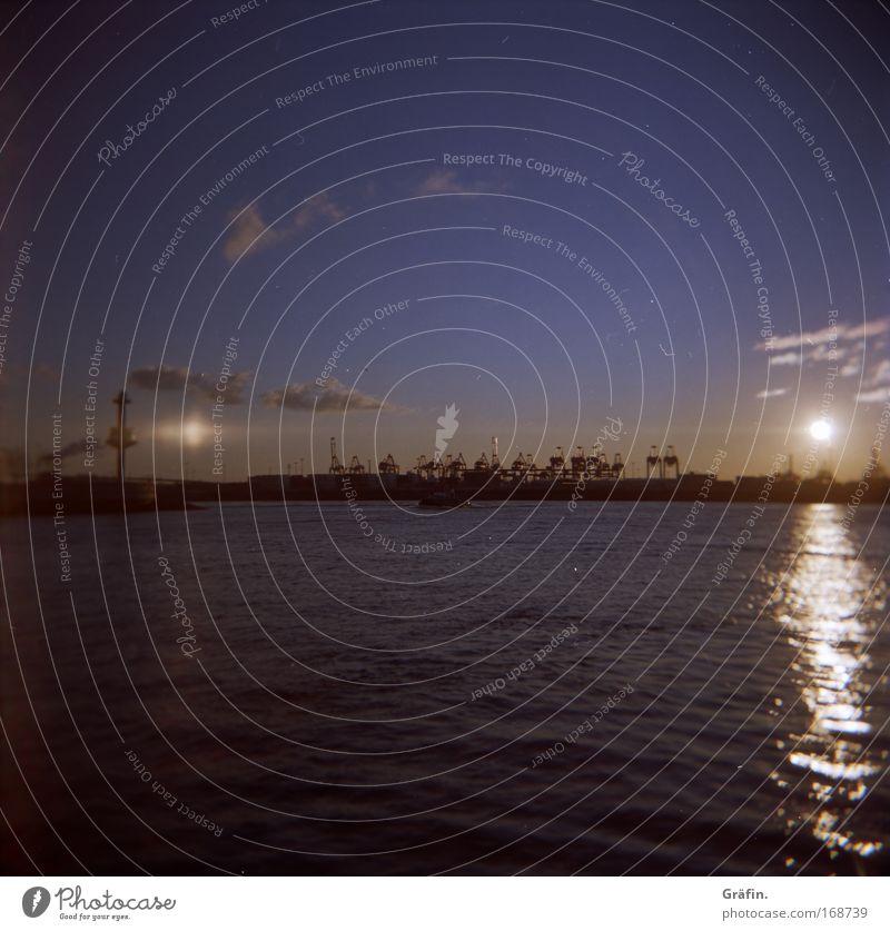Abendstimmung Wasser Himmel Sonne blau ruhig Wolken Einsamkeit Ferne Wellen glänzend klein Hamburg Horizont Industrie Hafen Sehnsucht