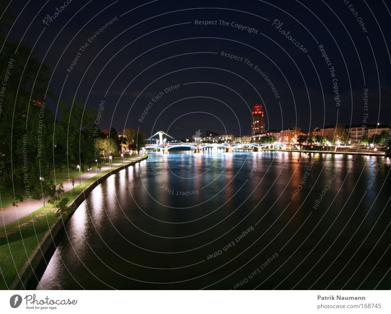 Mainhattan Wasser Stadt schwarz Haus Leben Horizont groß Brücke leuchten Wandel & Veränderung Skyline Stadtzentrum Frankfurt am Main Nacht Nachthimmel Börse