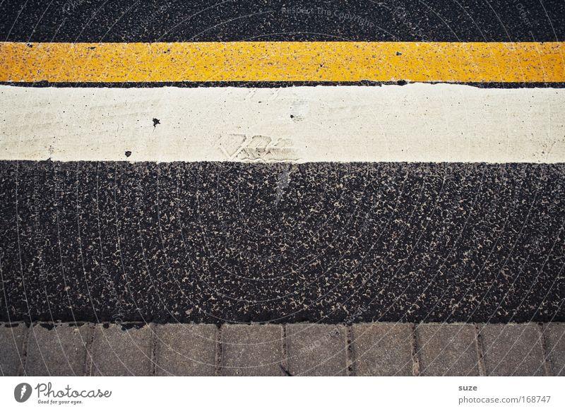Streifzug Verkehr Verkehrswege Autofahren Straße Wege & Pfade Stein Zeichen Schilder & Markierungen Linie Streifen gelb grau weiß Baustelle Asphalt bedrohlich