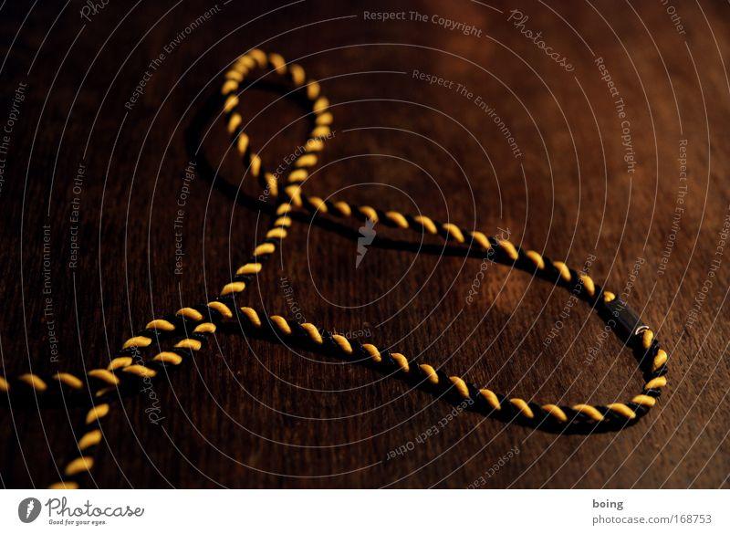 ringos Bundestagstestwahlsiegerkoalitionband Nahaufnahme Handarbeit Karneval Mittelstand Accessoire Schnur Schuhbänder Halskette seilhüpfen gelb schwarz komplex