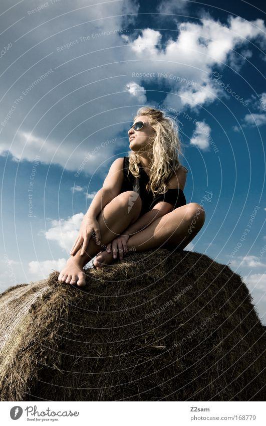 lena in heaven Mensch Himmel Jugendliche Sommer Wolken Erwachsene Erholung feminin Landschaft Gras Glück Mode Zufriedenheit Feld blond elegant