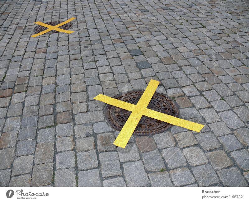 Obama in Dresden Farbfoto Außenaufnahme Menschenleer Tag Deutschland Europa Straße Wegkreuzung Schilder & Markierungen Sicherheit Schutz Kreuz Froschmänner
