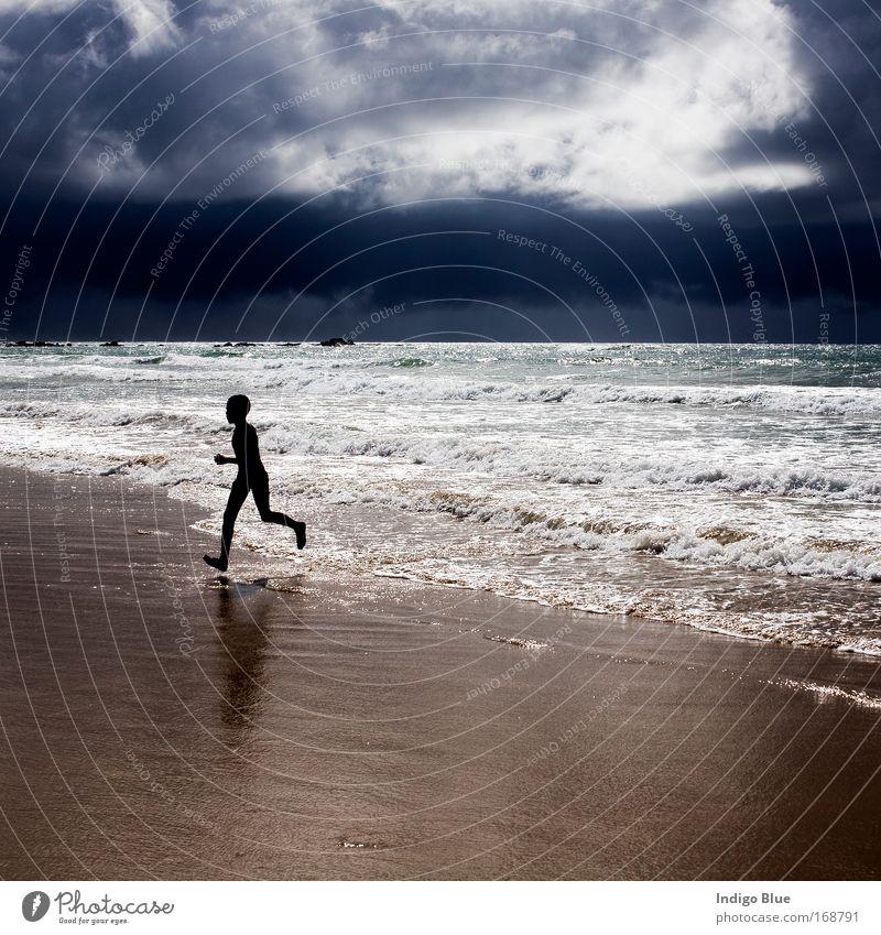 Mensch Kind Natur Himmel Meer Sommer Strand Ferien & Urlaub & Reisen Wolken Junge Sand Landschaft Luft Stimmung Wellen Wetter