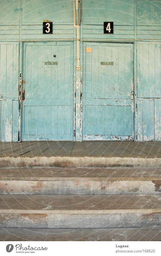 Tür an Tür alt grün blau Ferien & Urlaub & Reisen Haus Einsamkeit Wand grau Mauer Gebäude dreckig Architektur Treppe kaputt authentisch