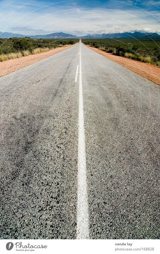 nicht mehr weit Farbfoto Außenaufnahme Menschenleer Textfreiraum links Textfreiraum oben Tag Landschaft Hügel Felsen Verkehr Verkehrswege Personenverkehr