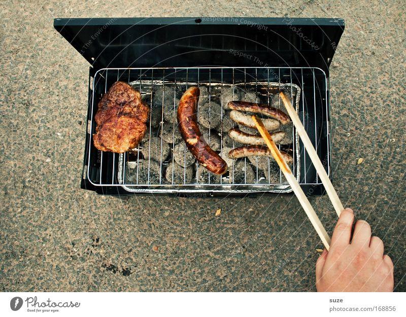 1 Holzfäller, 1 Thüringer, 4 Nürnberger ... Mensch Hand Lebensmittel Freizeit & Hobby Ernährung Appetit & Hunger lecker Grillen drehen Duft Fleisch Picknick