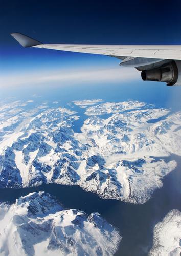 Fensterplatz. weiß Meer Ferien & Urlaub & Reisen kalt Berge u. Gebirge Freiheit Eis Flugzeug Glas Umwelt fliegen hoch Erde Fluss Frieden entdecken