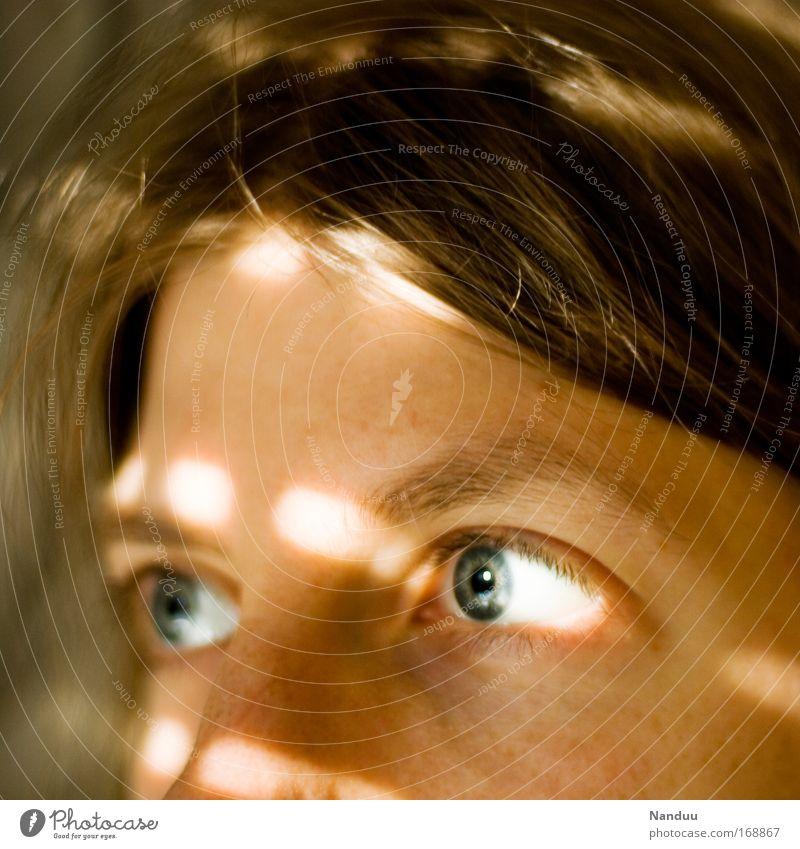 woanders² Mensch Jugendliche blau Gesicht Auge feminin Denken blond Erwachsene Hoffnung weich Frieden brünett Wachsamkeit achtsam Jalousie