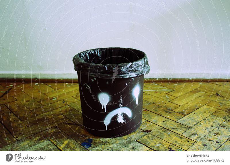 Schlechte Laune Wand Gefühle Traurigkeit dreckig Trauer Müll Parkett Müllbehälter Enttäuschung