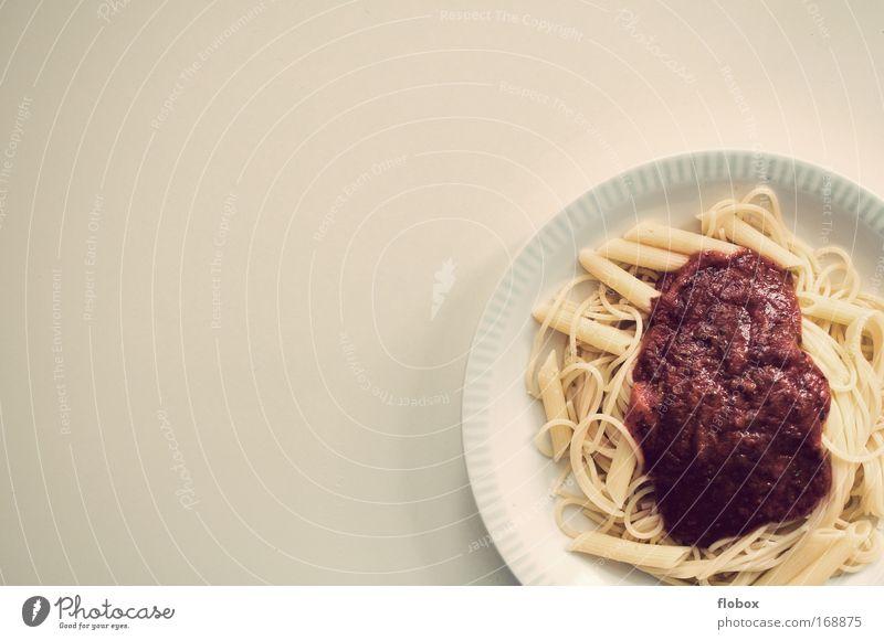 Pasta rot Ernährung Kochen & Garen & Backen Küche Italien Gastronomie Restaurant Geschirr Appetit & Hunger Teller Nudeln Gemüse Mahlzeit Tomate Backwaren Teigwaren