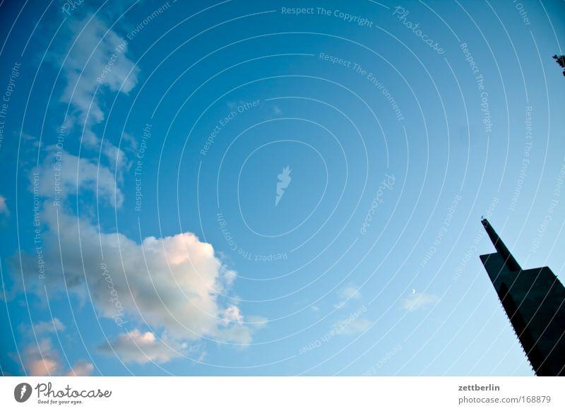 Kirche Himmel Blauer Himmel himmelblau Wolken Kumulus Wetter Sommer Baustelle Bauwerk Religion & Glaube Gotteshäuser Zeigefinger Fernbedienung Textfreiraum