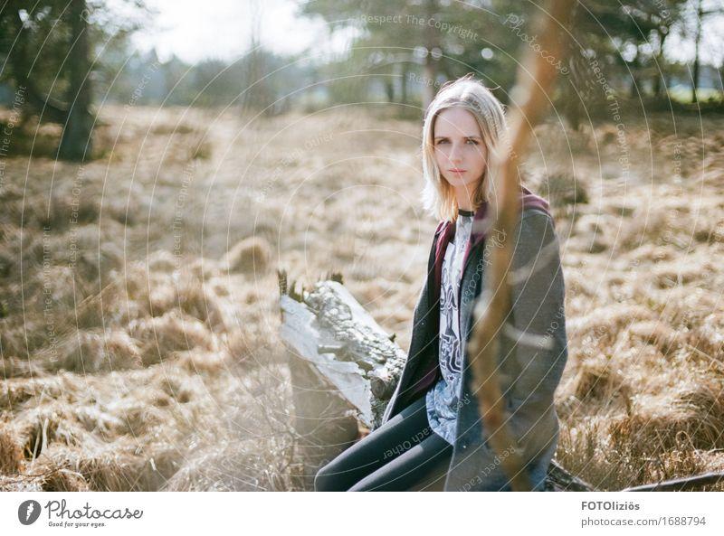 lara.on.film feminin Junge Frau Jugendliche Erwachsene Gesicht 1 Mensch 8-13 Jahre Kind Kindheit 13-18 Jahre Umwelt Natur Landschaft Feld Wald Moor Sumpf Mantel