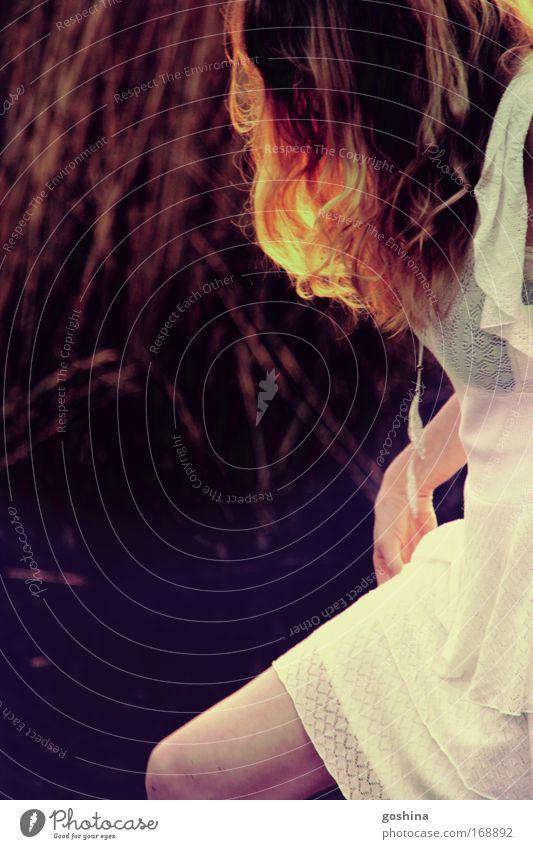 Vorhang Frau Mensch Jugendliche Ferien & Urlaub & Reisen Sommer ruhig Erwachsene Ferne Erholung feminin Leben Freiheit Zufriedenheit blond Ausflug ästhetisch