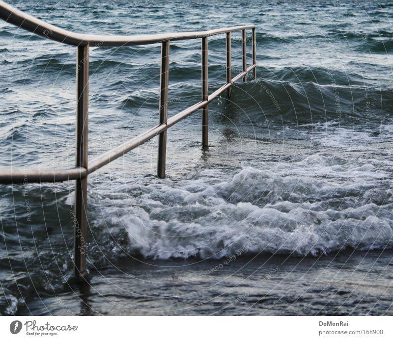 Nr. 0000011001 Natur Wasser blau Strand grau Küste See Deutschland Wellen gehen laufen nass Urelemente Dorf Stahl Geländer