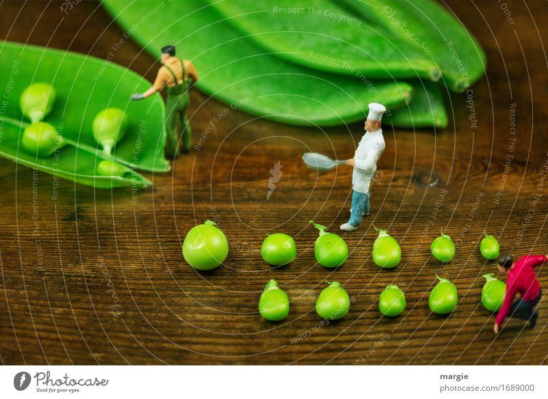 Miniwelten - Heute gibt es Erbsensuppe Lebensmittel Gemüse Ernährung Bioprodukte Vegetarische Ernährung Koch Arbeitsplatz Küche Gastronomie Mensch maskulin Mann