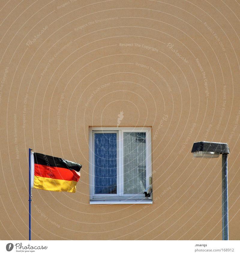 My Home is my Castle Stadt rot Haus schwarz Einsamkeit gelb Fenster Armut Beton Fassade trist Fahne einfach Wandel & Veränderung Häusliches Leben außergewöhnlich