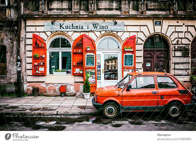 Kuchnia i Wino in Kraków Haus Restaurant Stadt Gebäude Architektur Straße PKW rot Strassenfotografie Krakow Wein Kleinwagen Wand 13 Fussweg Architecture street