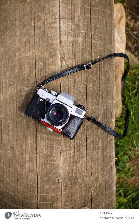 Opa alt grün Senior schwarz braun Zeit retro Fotokamera analog Spiegelreflexkamera