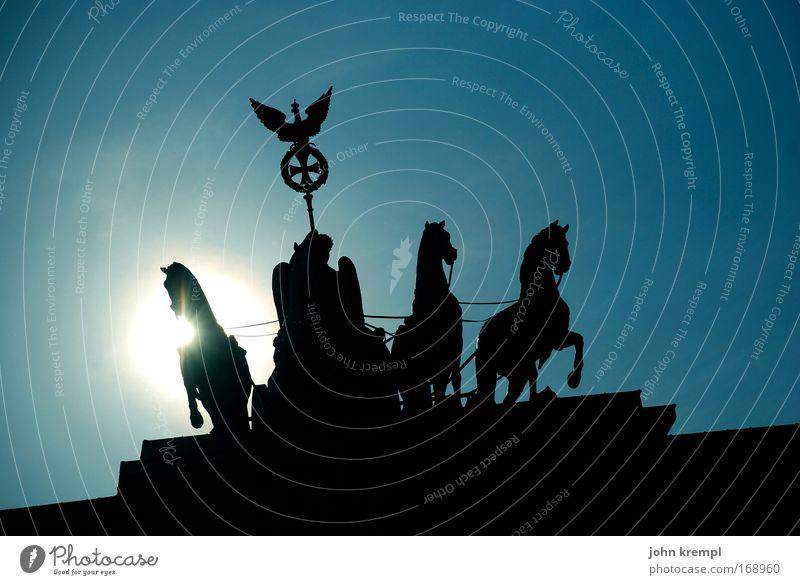 die apokalyptischen reiter Himmel Sonne blau schwarz Berlin ästhetisch Macht bedrohlich Tor Denkmal Bekanntheit gigantisch Brandenburger Tor