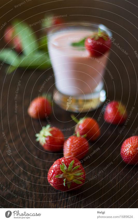 hmmmm...lecker... Lebensmittel Milcherzeugnisse Frucht Kräuter & Gewürze Erdbeeren Minze Ernährung Vegetarische Ernährung Getränk Glas Dekoration & Verzierung