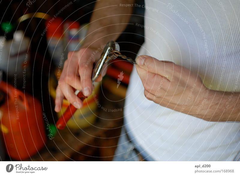 Selbst ist der Mann Farbfoto Innenaufnahme Detailaufnahme Tag Schwache Tiefenschärfe Oberkörper Arbeit & Erwerbstätigkeit Handwerker Mensch maskulin Junger Mann