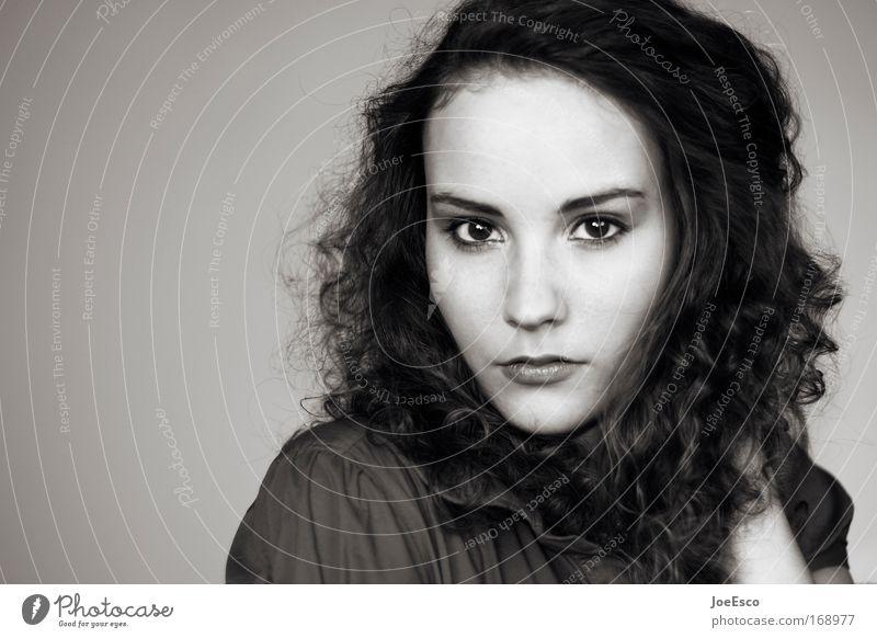 erstkontakt Mensch Frau Jugendliche schön Erwachsene Erholung Gefühle Haare & Frisuren Traurigkeit Mode Zufriedenheit elegant ästhetisch 18-30 Jahre Coolness